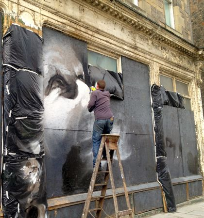 Street artist Guido at work